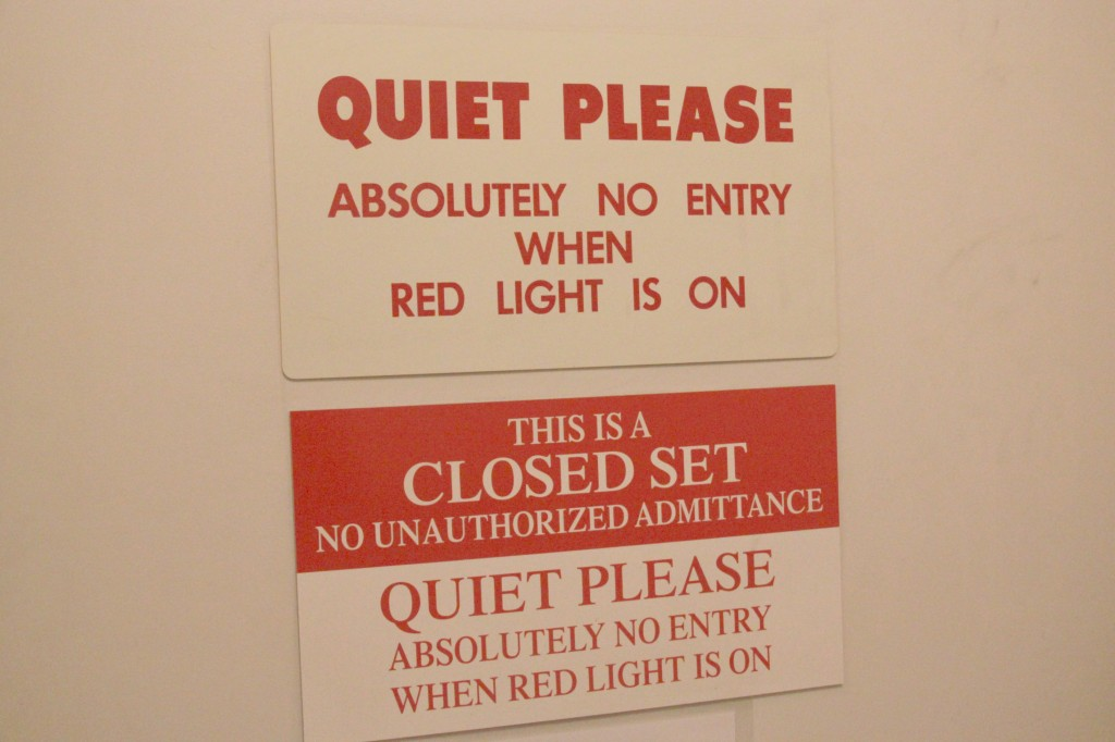 Closed set Quiet Please