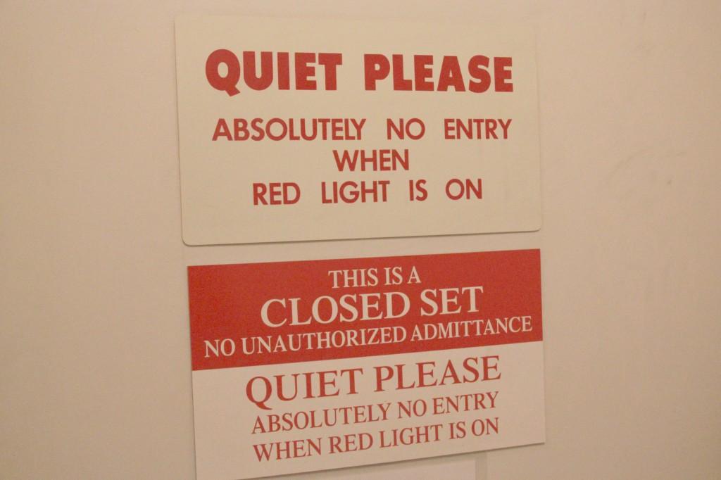 Closed set Quiet Please