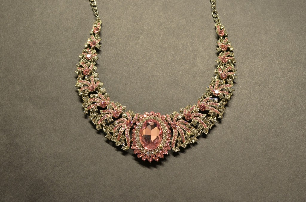 necklace-390088_1280