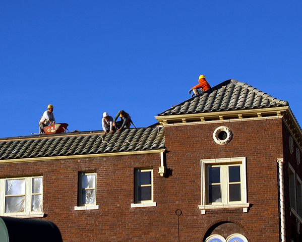 599px-Roofers_in_Denver_Colorado