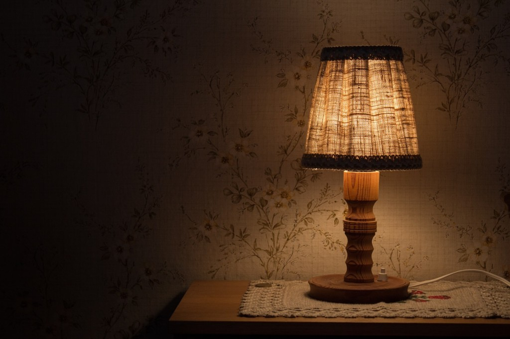 night-table-lamp-843461_1280