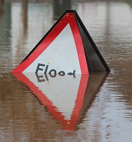 444px-Overwhelmed_Flood_sign,_Upton-upon-Severn