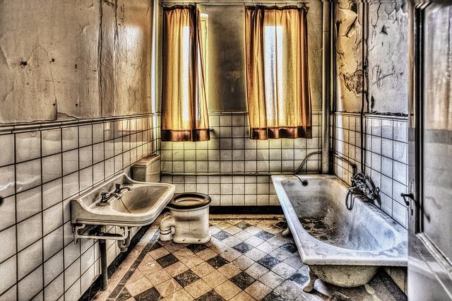 bath-426383_640
