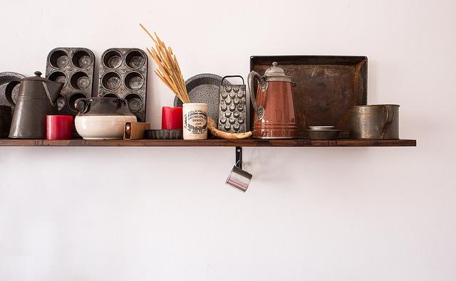 shelf-3044042_640